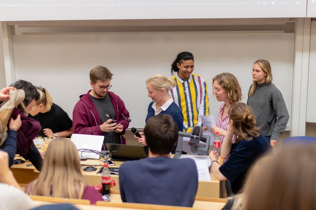 JMLnämnden förbereder case. Bild: Julian Persson Thanapasya
