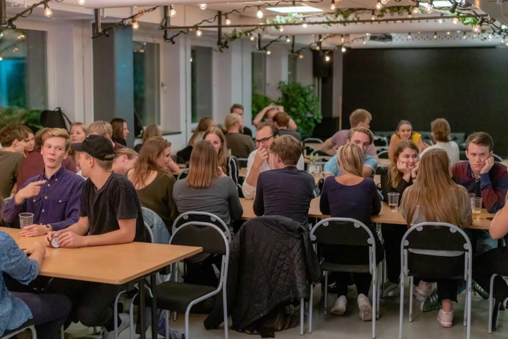 Spexare som sitter och taggar inför året! Foto: Julian Persson Thanapasya